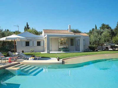 Photo for Quiet countryside villa, 3 bedrooms, private pool, free Wi-Fi & air con