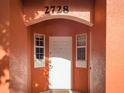 Photo for Townhouse rear Clubhouse, master ground floor, family friendly, 3 miles Disney