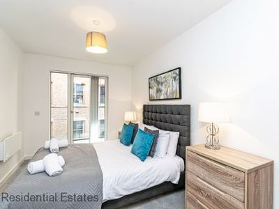 Photo for Deluxe two bed apt with balcony and parking