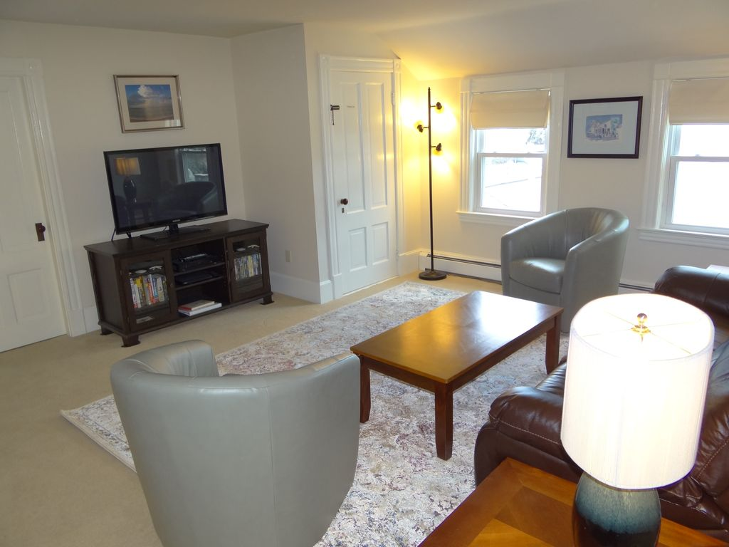 Property Image6 Spacious Comfortable Home Walking Distance To Nelson Beach Park