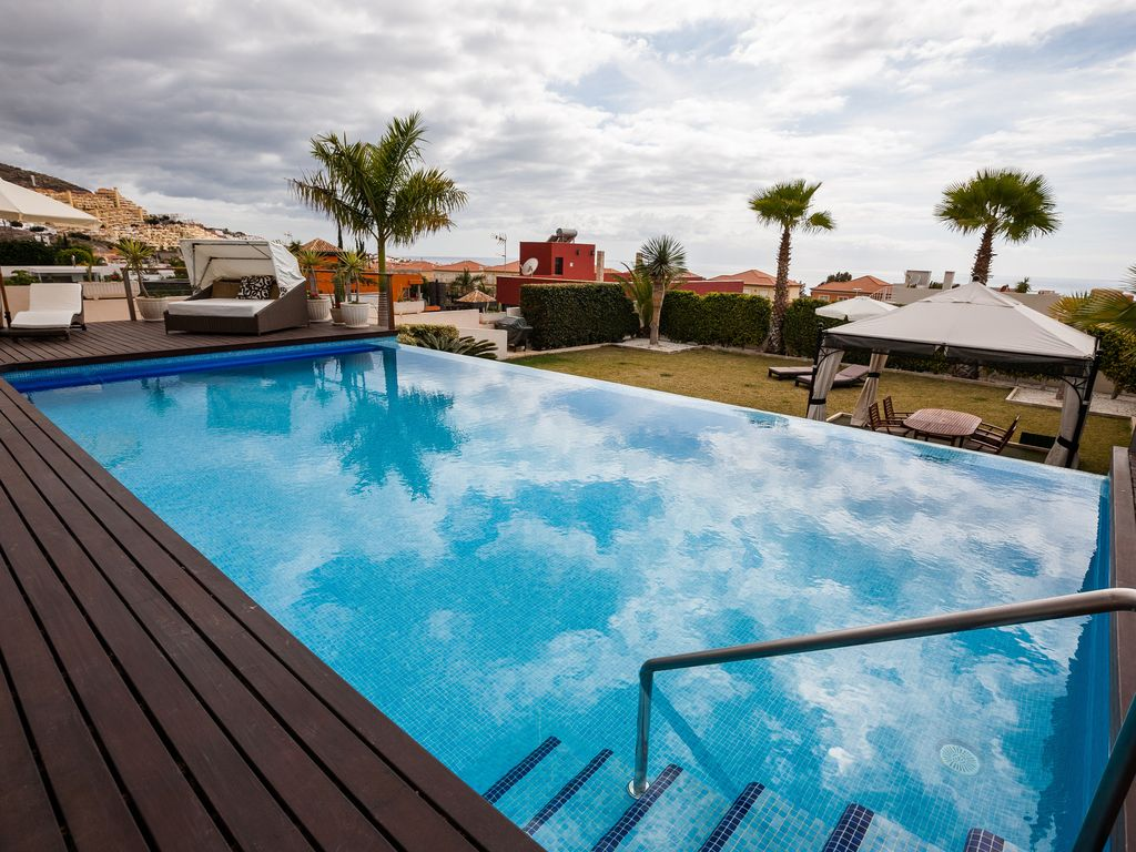 Swimming Pool Air Conditioning : Exclusive modern villa sea views large swimming pool