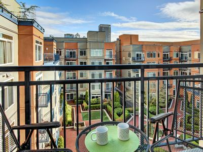 Photo for 1 Bedroom Emerald City Oasis✪CENTRAL LOCATION NO CAR NEEDED✪OPEN 8/26-30