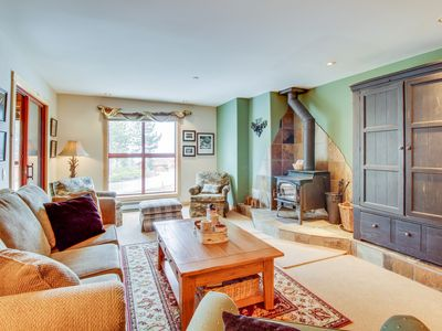 Photo for Fully-renovated rental with shared hot tub/pool & beautiful mountain views!