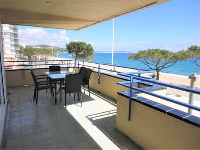 Photo for Playa d'Aro, superb apartment facing sea direct access to the beach, terrace 25 m²