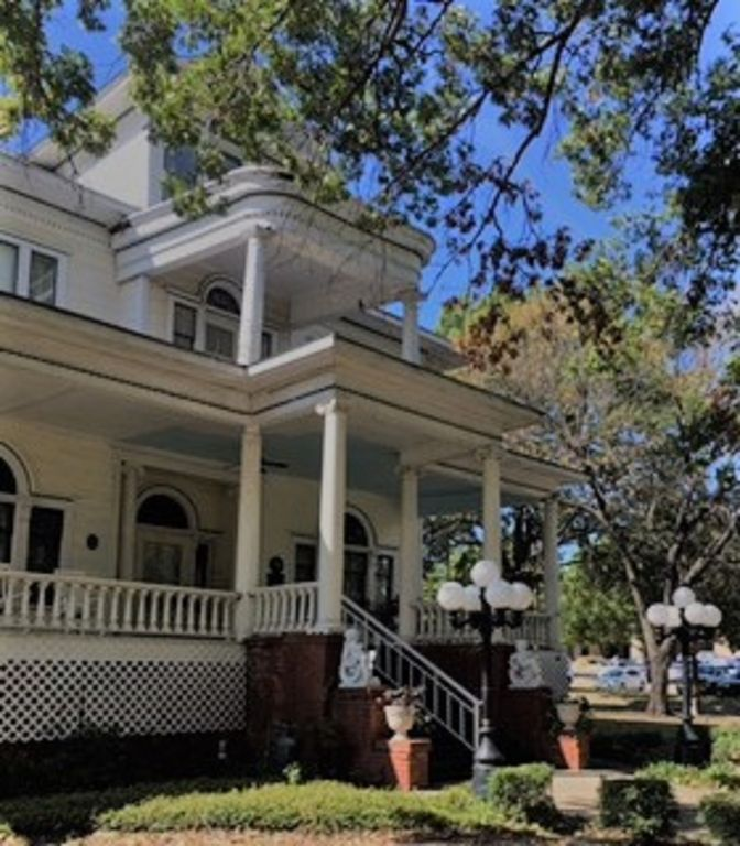 Vacation Rental: Historic Grand Victorian M...