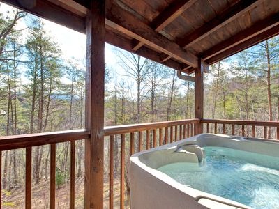 Black Bear Hideaway, Sleeps 12, 3 Bedrooms, View, Hot Tub, WiFi, Pool Table