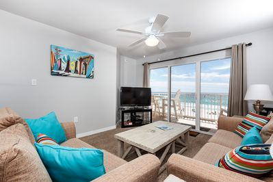 Living Room - Beach themed accents give the living room a comfortable, relaxed feel for the whole family to enjoy while watching DVDs on the new flat screen LCD HDTV.