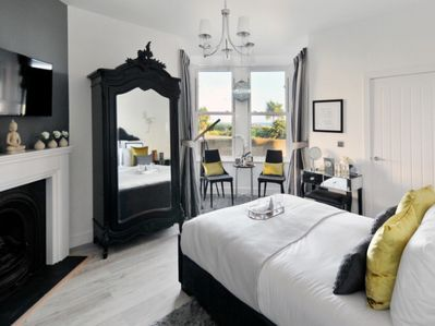 Master bedroom with top quality mattress and an ensuite bath and shower room