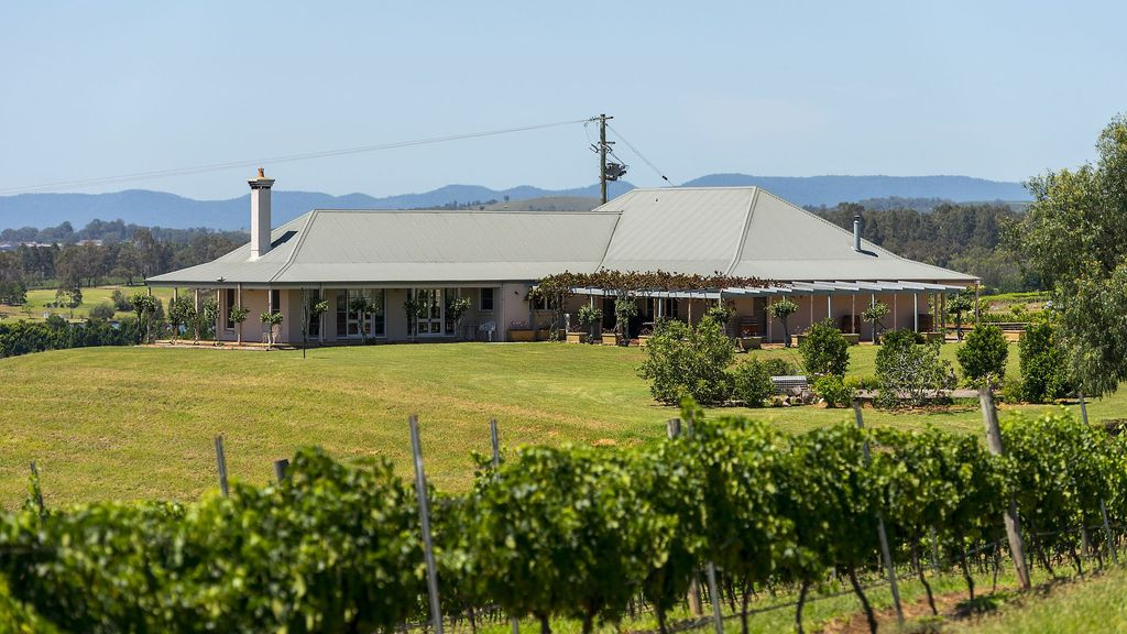 Holman Estate - Stay in the heart of Wine Country