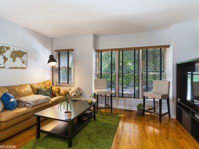 Photo for 2 Bedroom Apartment with Parking in Lincoln Park