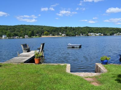 Family Friendly,Lakefront Cottage, 1 dock, private, easy access from I 91.