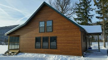 """""""BRAND NEW"""" SNOW VALLEY CHALET 1 MILE FROM HOLIDAY VALLEY"""