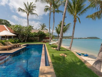 Photo for A luxurious beachfront escape  Expansive living area with courtyard The two pavilions, each with 330