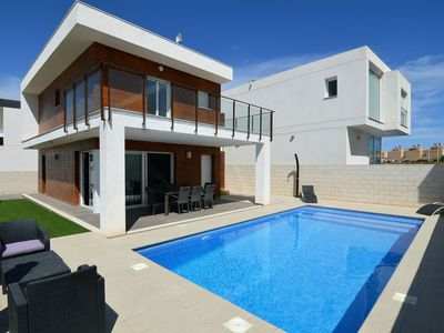 Photo for Gorgeous detached villa with private swimming pool and beautiful garden