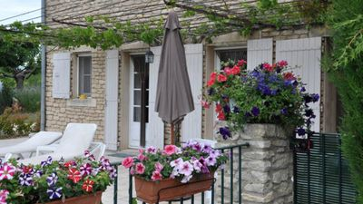 Photo for Beautiful cottage with pool in the heart of Luberon, in the village of Bonnieux