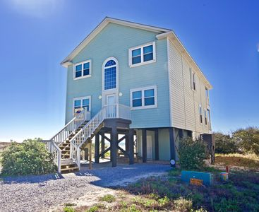 "Photo for ""Kat's Meow"" AMAZING Beach Front House w/ Pool - Sleeps 16 - LOW RATES!"