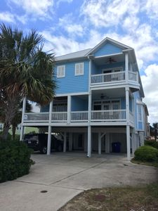 Photo for Excellent Location, 1 block to the beach, easy walk to restaurants & shopping.