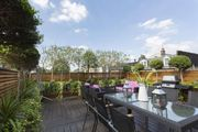 London Home 494, Beautiful 5 Star Holiday Home in a Prime Location in London - Studio Villa, Sleeps 4