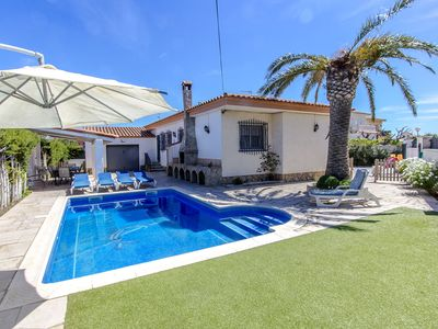 96f2f44ba Enjoyable villa in Miami Platja for 10 guests