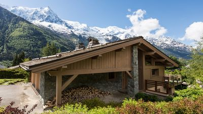 Photo for A chalet with fabulous views of Mont Blanc, near the lifts/town & has a sauna