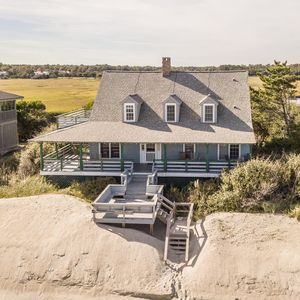 Sea Cliff ( 4 Bedroom home )