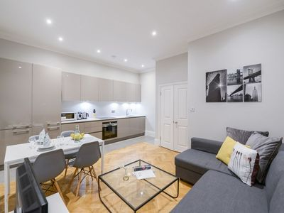 Photo for Two Bedroom Spacious and Stylish Flat!