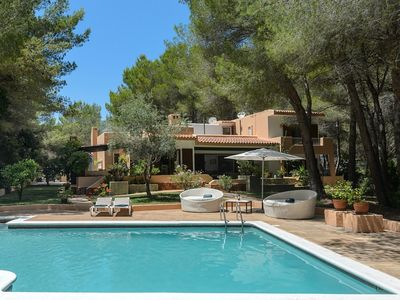 Photo for Lovely Villa, with Air Conditioning, Large Private Pool, only 100 Meters to the Beach !