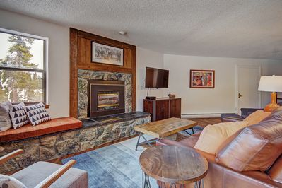 Plenty of seating for the whole family in the living room!