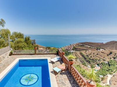 Photo for Lovely villa with private swimming pool and gorgeous ocean views!