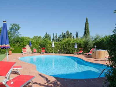 Photo for 6½-room semi-detached house in a former Tuscan country house with pool