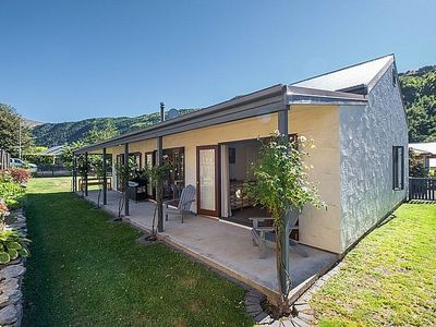 Photo for Eureka Cottage - Arrowtown Holiday Home