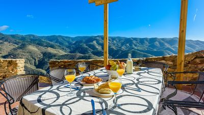 Photo for Lovely holiday home with panoramic views - 15-minute drive from Malaga city centre