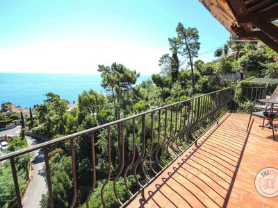 Photo for Apartment with breathtaking sea view in the heights of Saint-Raphaël