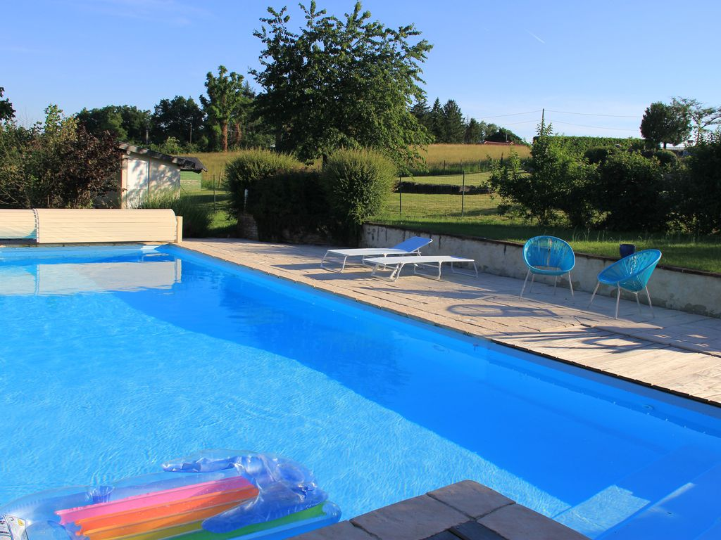 cottage with pool and views between Bresse and Dombes