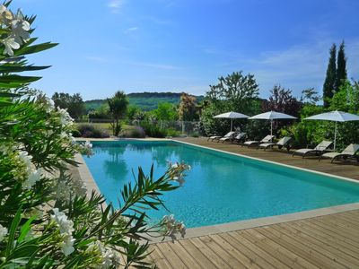Photo for Charm and comfort, cottage close to the Pont du gard