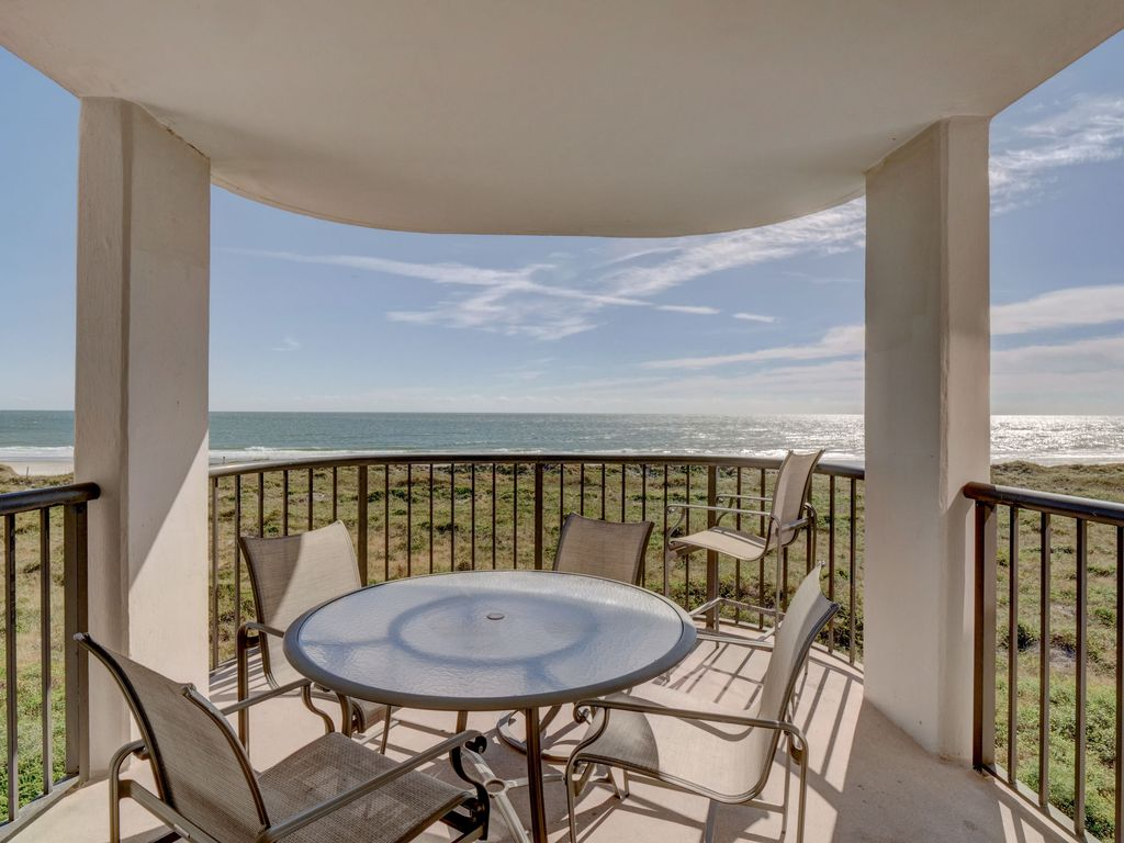 DR 1309 – Getaway to this oceanfront condo with pool and direct beach  access - Shell Island