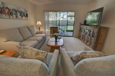 Palm Aire is just off University Parkway which is close to the University Town Center mall and less than 15 minutes to downtown Sarasota