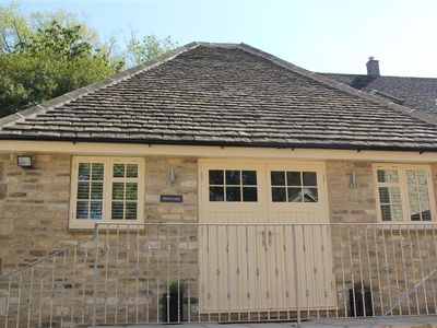 Photo for SWANLINGS, romantic, character holiday cottage in Burford, Ref 988833