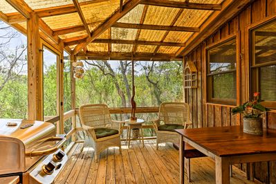 The charming property accommodates up to 4 guests.