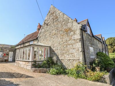 Photo for BRADING COTTAGE, pet friendly, with open fire in Ventnor, Ref 970393