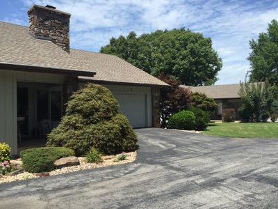 Remodeled Golf front home. 2BD/ 2BA  Near bike paths and Rec Center