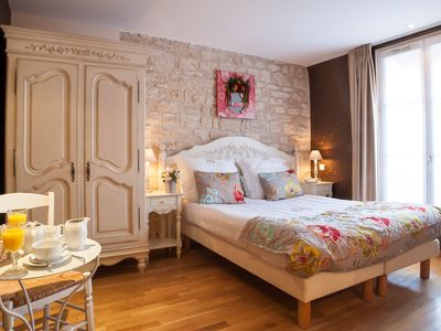 Photo for Quintinie Moka apartment in 15ème - Seine with WiFi, integrated air conditioning & lift.