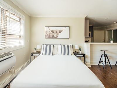 Photo for Cozy Apartment at Lakeview | 6 min to Wrigley | Free Parking A2