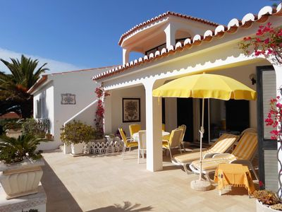 Photo for Villa 185 m², 3000 m² garden, private pool, minutes to the beach, Housemaid
