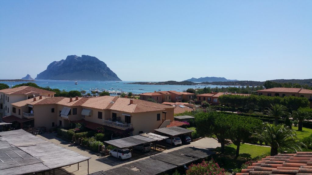 Porto san paolo olbia penthouse apartment only 100m for Large apartment in san paolo
