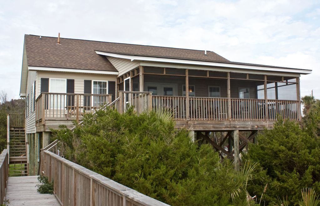 225 e arctic ave beachfront and 2 blocks from center st for Sc fishing license age