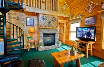 Photo for Take a break from the winter blahs.WiFi.Hot tub, pool table,spa tub. Pets OK