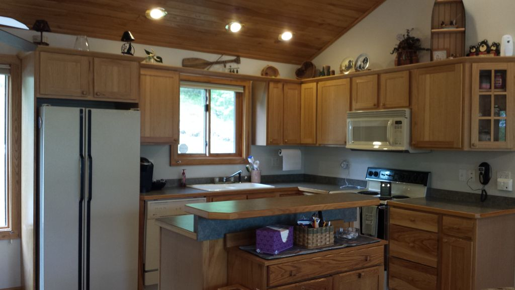 Northwoods Lakeside Retreat in Hayward ~ Peaceful Private and