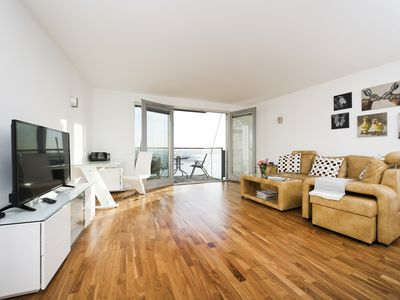 Photo for Modern 2BR Flat with Thames River View