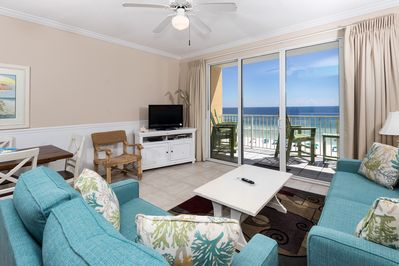 Spacious and colorful beach front living room with amazing views - Spacious and colorful beach front living room with amazing views!